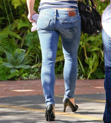 Natural Shower: 150+ Britney Spears's Legs, Cleavage